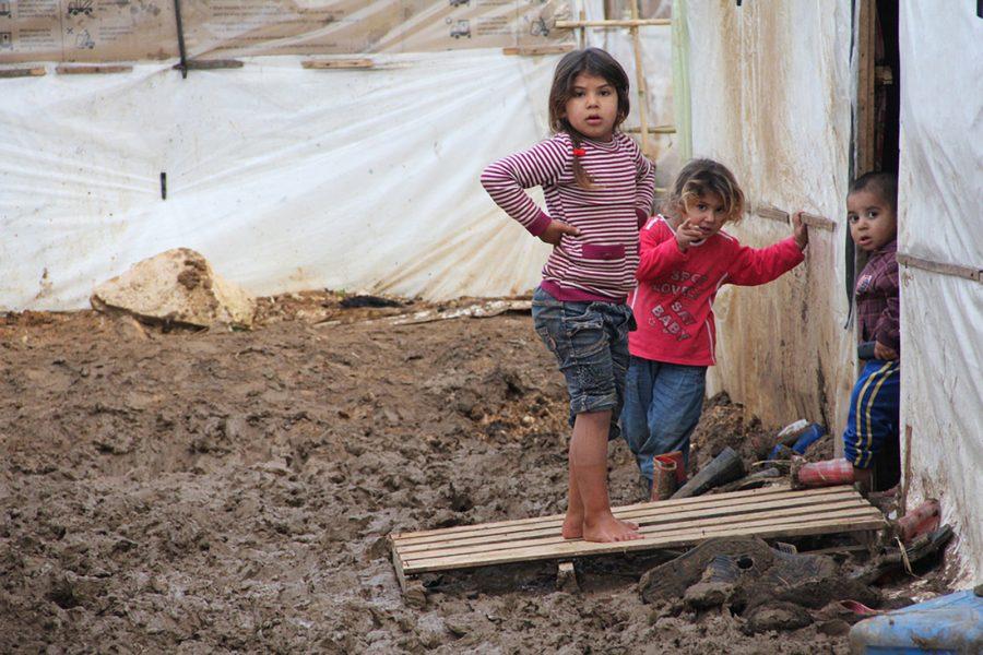 Zak Brophy/IPS   Syriska flyktingbarn i ett läger i Libanon.