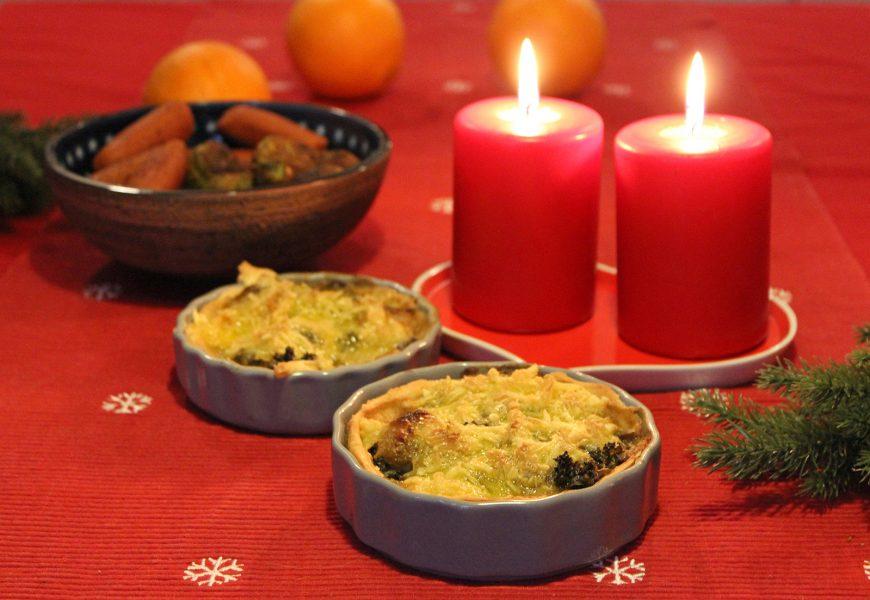 Jenny Lucs | Grönkåls- och brysselkålspajen kan varieras med en mildare eller mer smakstark vegansk ost.