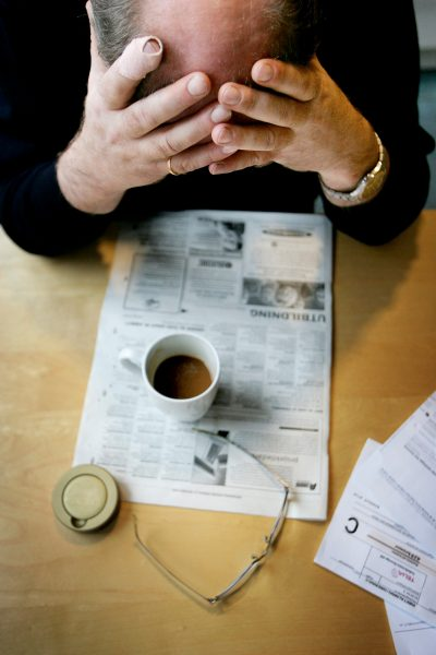 Jessica Gow/TT   Ingen bör tvingas ta dåligt betalda, ohälsosamma eller meningslösa jobb, skriver J Torben Staehr.