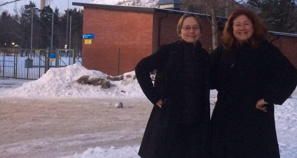 Ewa Larsson och Cecilia Obermuüller från Miljöpartiet vill att beslutet om Hammarbyskogen rivs upp.