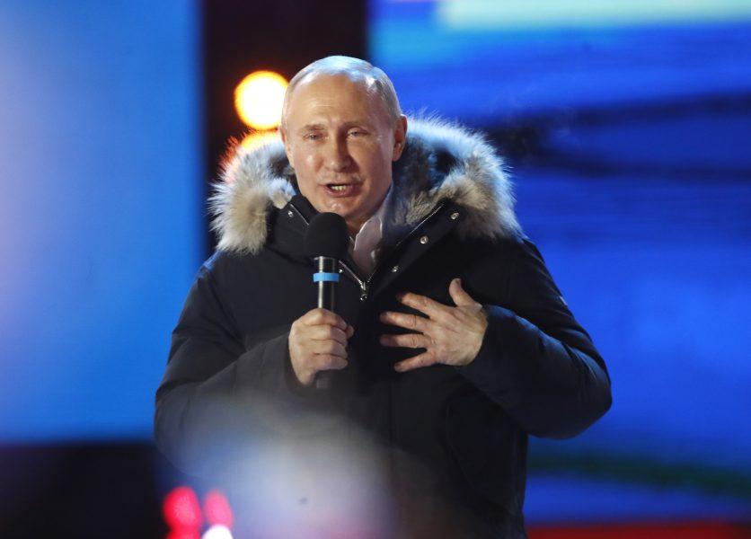 Pavel Golovkin/AP/TT  Rysslands president Vladimir Putin talade till folket efter att det blev klart att han vunnit presidentvalet.