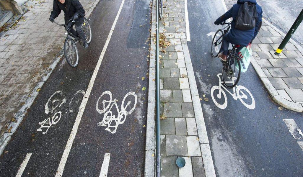 Fredrik Sandberg/TT  Det behövs mer kunskap, mer samarbete och ökade investeringar i cykelinfrastruktur, skriver styrelsen för Svenska cykelstäder.