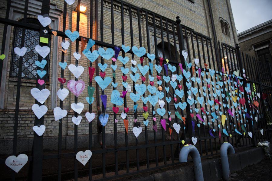 Nora Lorek | Många visade sitt stöd efter attacken mot synagogan i Göteborg i december 2017.