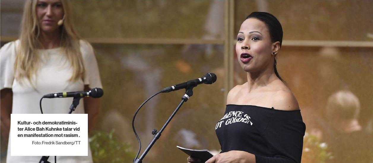 Kultur- och demokratiminister Alice Bah Kuhnke talar vid en manifestation mot rasism .
