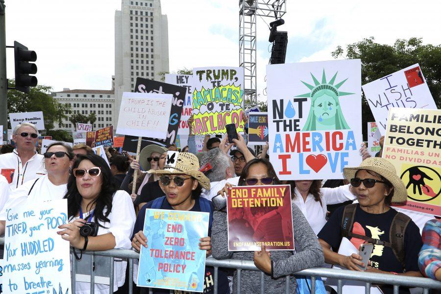 Willy Sanjuan/AP |Många har protesterat mot inspärrningarna av barn från Mexiko.