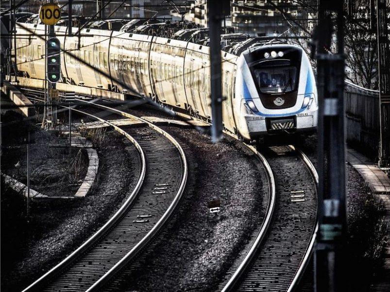 Tomas Oneborg/SvD/TT  Om trafiken ska ta sitt miljöansvar behövs stora förändringar i svensk politik, skriver debattören.