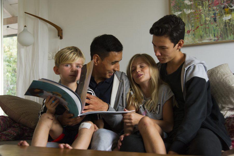 Jan-Åke Eriksson | Barnen Tim och Selma har fäst sig vid sina fadderssyskon Ali och Ahmed, som bland annat hjälper till att hämta på skolan.