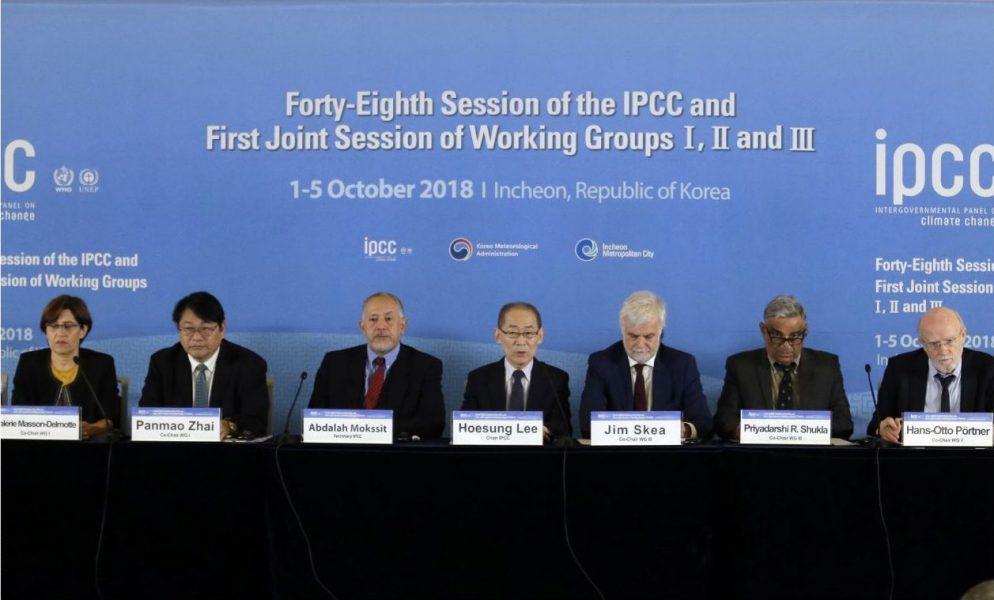 Ahn Youngjoon/AP/TT |FNs klimatpanel vid en presskonferens i Sydkorea om den nya rapporten.