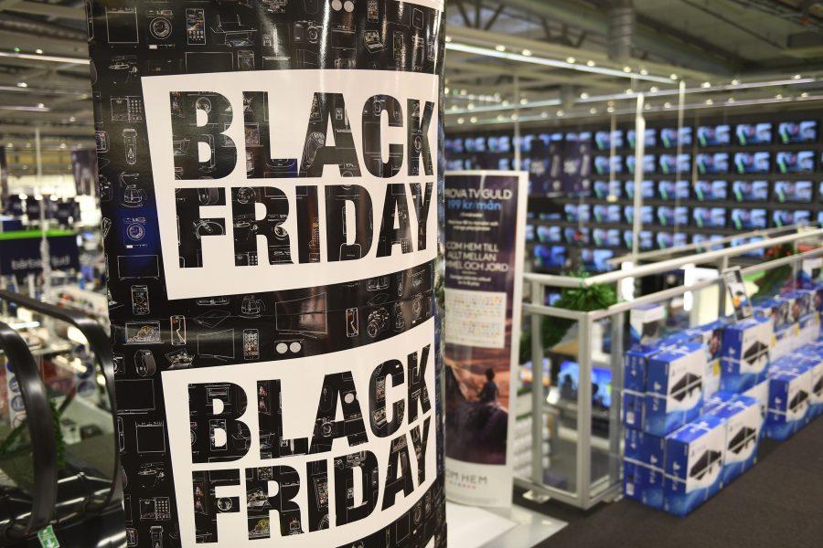 Henrik Montgomery/TT |Elektronik och teknik reas ofta ut under Black Friday som blivit ett i raden av många köptillfällen under året som stimulerar till överkonsumtion.