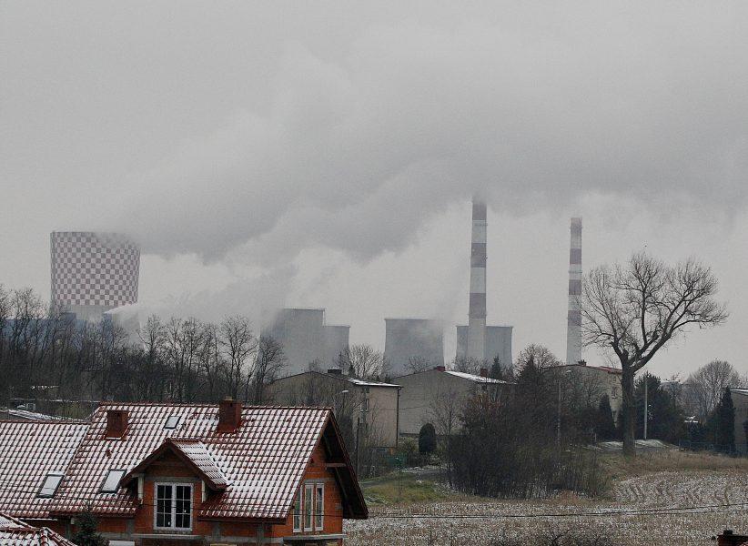 Röken ligger tjock över Katowice där årets klimattoppmöte, COP24, just har inletts.