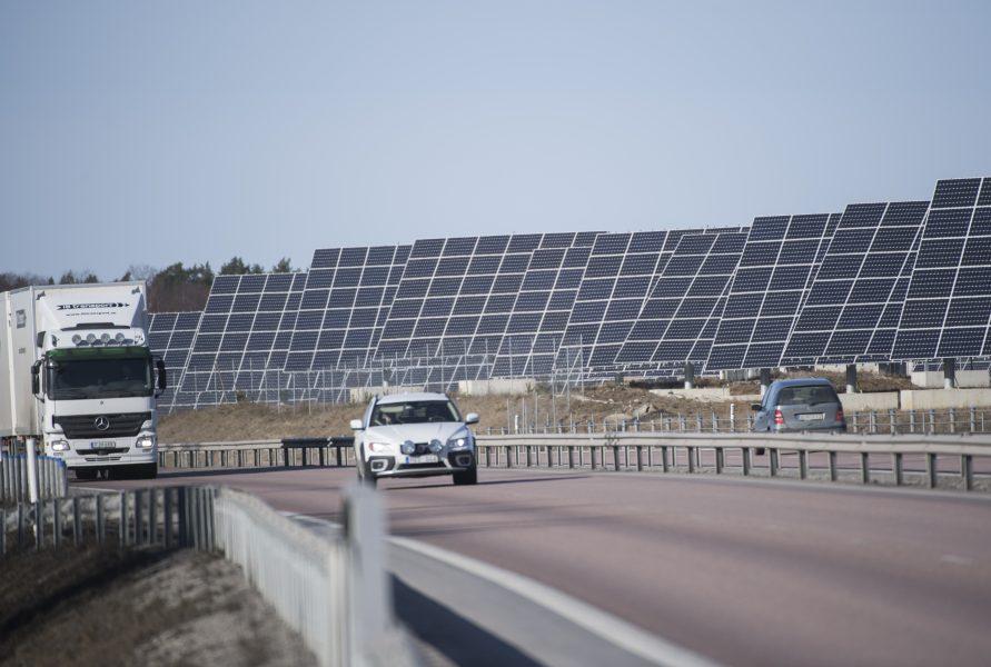 Solceller och elbilar räcker inte – det behövs en transformation av hela samhällssystemet, skriver Christer Nylander.