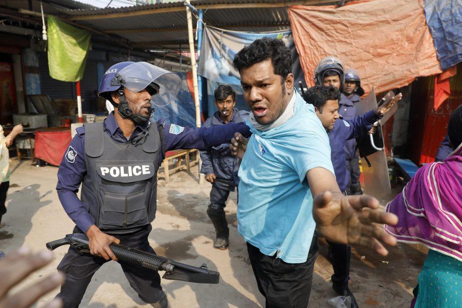 Protester i förra veckan utanför en textilfabrik.