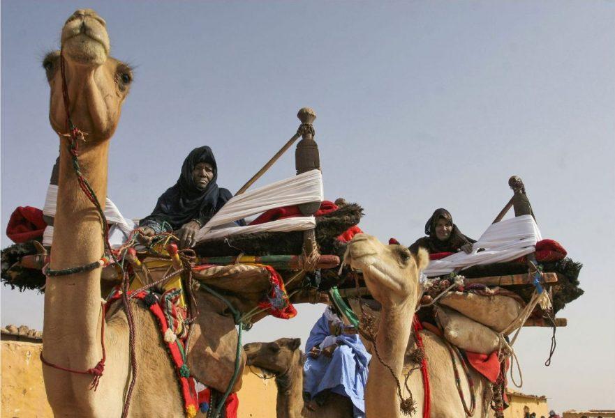 På väg till en ceremoni på årsdagen av den västsahariska exilregeringen den 28 februari.