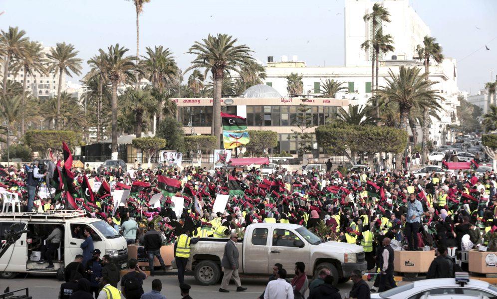 Demonstranter i Tripoli, i protest mot Khalifa Haftars offensiv.