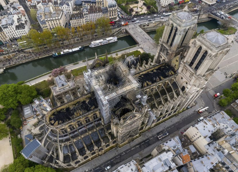 Notre-Dame började brinna i måndags.