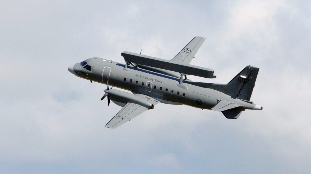 En Saab 340AEW med en Ericsson Erieye radar på ryggen.