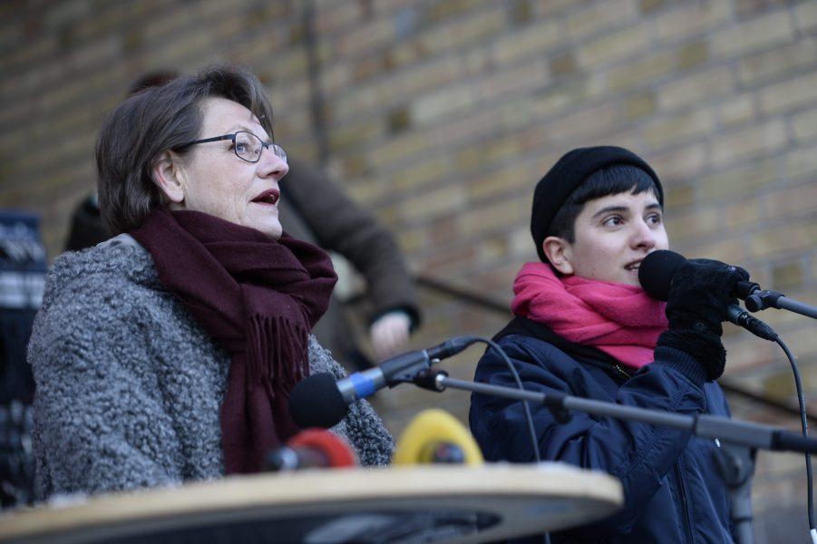 Sissela Nordling Blanco tillsammans med Gudrun Schyman under en demonstration mot sexuellt våld 2014.