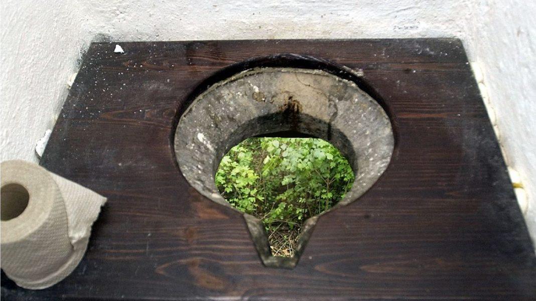 Vi tar vattentoaletterna för givna i dag, men egentligen kanske de skapar fler problem än de löser.