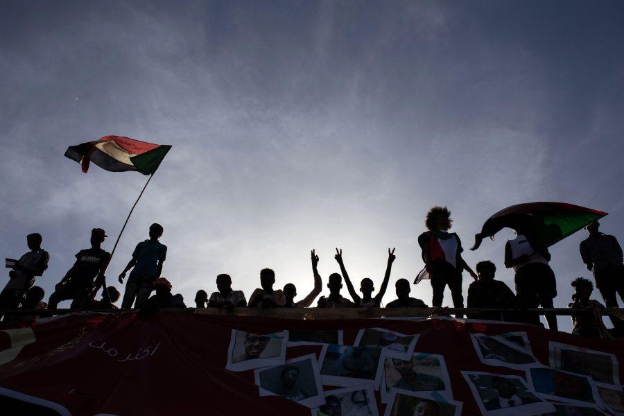 Demonstranter protesterar i närheten av militärens högkvarter i Khartum i Sudan i veckan.