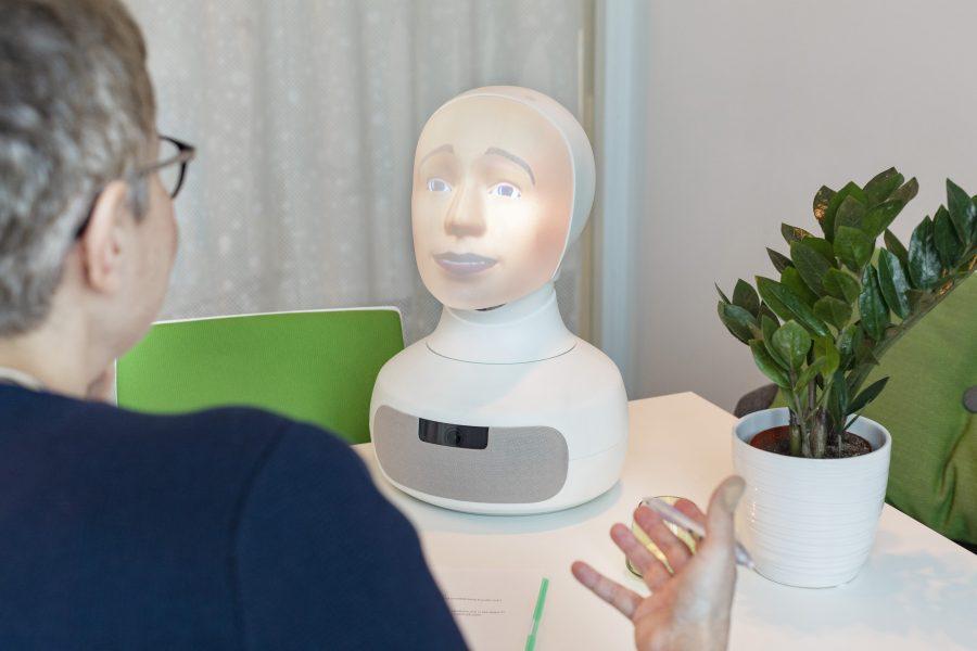 """Tengai som lanseras i maj 2019 är enligt tillverkaren """"världens första sociala och fördomsfria intervju-robot som utmanar den traditionella anställningsintervjun och gör den mer rättvis för alla jobbsökare."""
