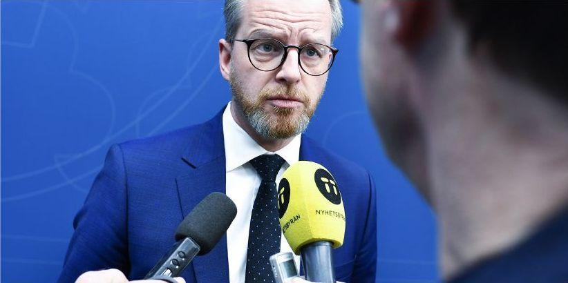 När Mikael Damberg diskuterar datalagringslagen med myndigheter och företag får medborgarna inte vara med, skriver Mattias Bjärnemalm.