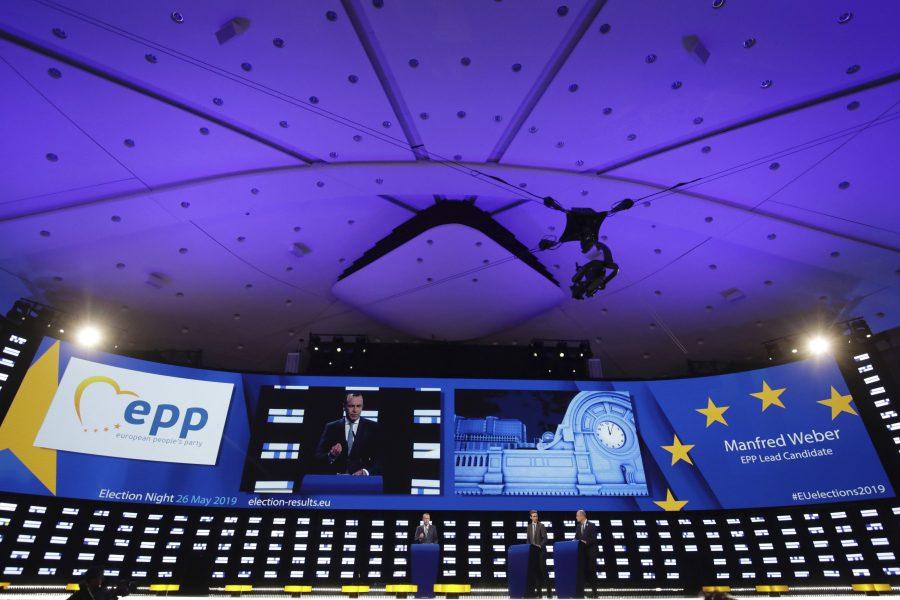 Tyske Manfred Weber, toppkandidat för högergruppen EPP, talar till samlade EU-korrespondenter i EU-parlamentet i Bryssel efter EU-valet.