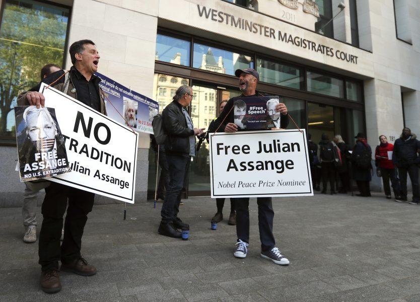Demonstranter har vid flera tillfällen protesterat mot en eventuell utlämning av Assange till USA.
