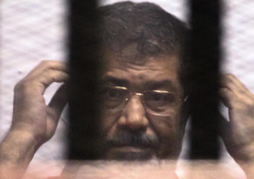Foto: Amr Nabil/AP/TTMuhammad Mursi får sin dom efter en av de rättegångar där han stod åtalad.