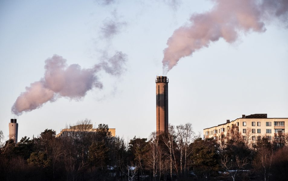 Att bygga koleldade kraftvärmeverk trots kunskap om klimatfrågan är ett exempel på responsförnekelse, enligt forskaren Martin Hultman.
