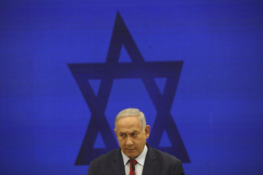 Israels premiärminister Benjamin Netanyahu tyngs av korruptionsåtalet mot honom – samtidigt som landet ser ut att gå mot ett tredje val på ett år.