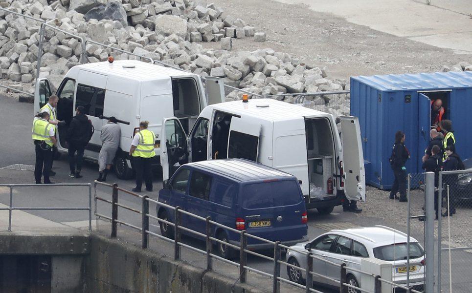 En grupp flyktingar som påträffades vid kanalens Kent av polis i september.