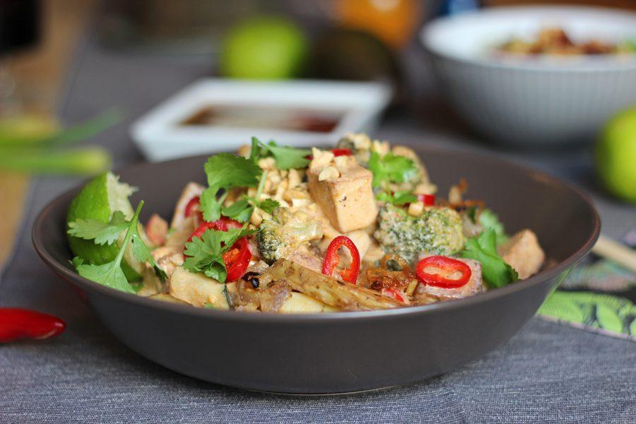 En klassiker som tofugryta med röd curry går alltid hem, även om åsikterna går isär om koriander.