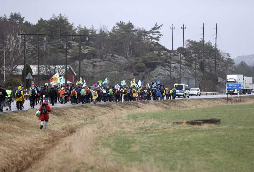 I måndags vandrade miljöaktivister och engagerad allmänhet över en mil i protest mot utbyggnaden av Preemraff.