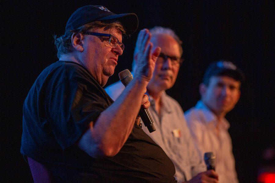 Michael Moore (t v) är exekutiv producent för Planet of the humans, som kritiserar förnybar energi.