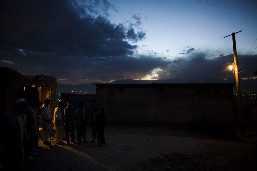 En majoritet av afghanerna är inte anslutna till något elnät.