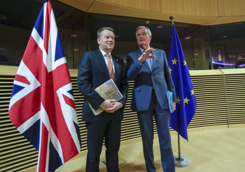 Storbritanniens brexitförhandlare David Frost tillsammans med EU:s chefsförhandlare Michel Barnier.