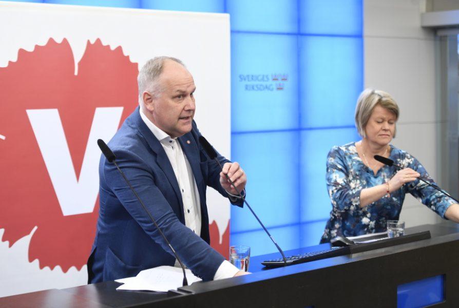 Vänsterledaren Jonas Sjöstedt och Ulla Andersson, ekonomiskpolitisk talesperson.