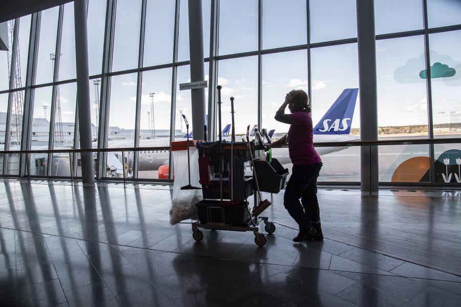 Arlanda i april 2020 – flygandet minskade med 98 procent på Swedavias flygplatser, och det är ett guldläge att ställa om, skriver Anna Sehlin, Rikard Warlenius och Jens Holm.