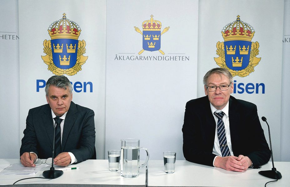 Spaningsledare Hans Melander och chefsåklagare Krister Petersson höll i juni i fjol en digital pressträff om Palmeutredningen.