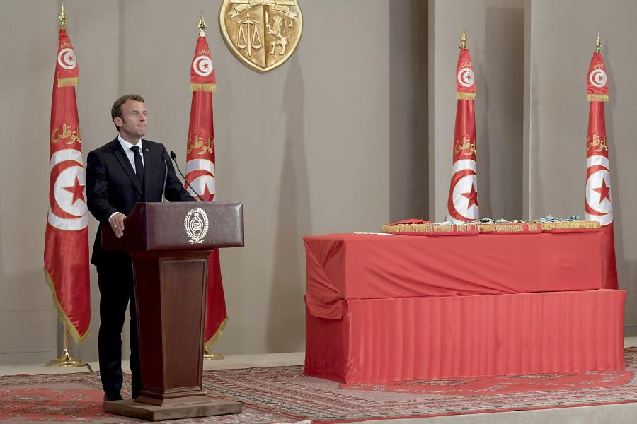 Frankrikes president Emmanuel Macron under ett tal i Tunisien i juli 2019, vid statsbegravningen för den avlidne presidenten Beji Caid Essebsi.