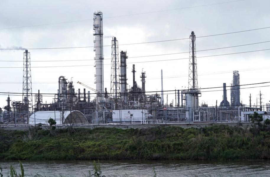 Oljeraffinaderiet Motiva i Texas är kontinentens största.