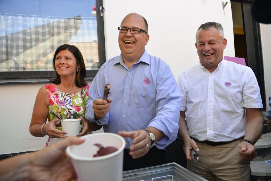 Så här glada var de då, TCO:s dåvarande ordförande Eva Nordmark, LO-basen Karl-Petter Thorwaldsson och Göran Arrius, ordförande för Saco.