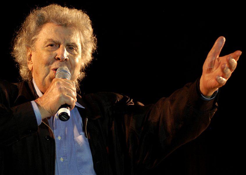 Den grekiske tonsättaren och politikern Mikis Theodorakis fyller 95 år i dag.