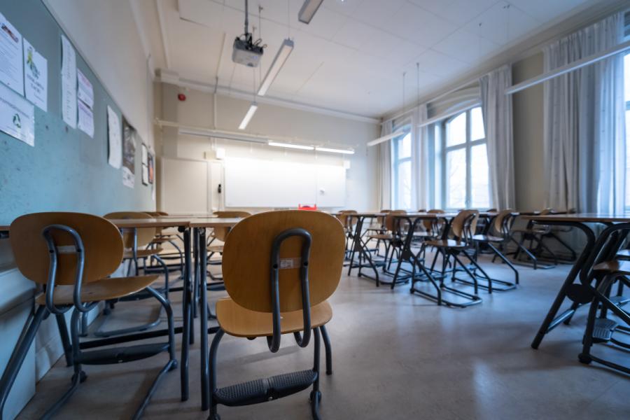 Tidspress och stort arbetstryck för lärare kan göra att de missar mobbning bland elever.