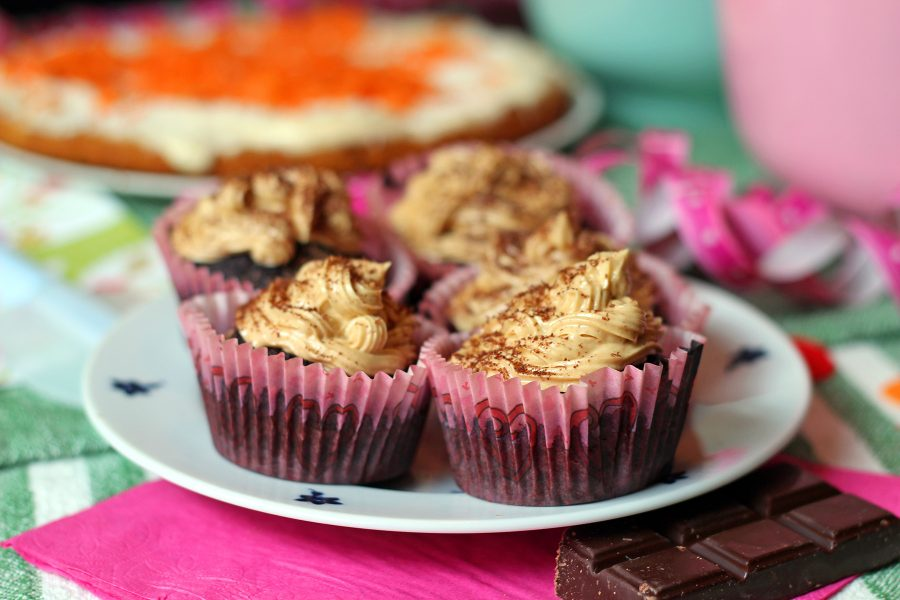 Muffins med frosting blir lätt barnens favorit på kakbordet.