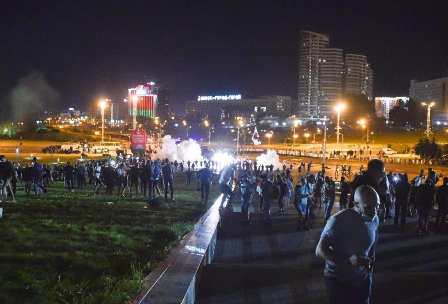 Polis drabbade samman med demonstrerande i bland annat huvudstaden Minsk på söndagen.