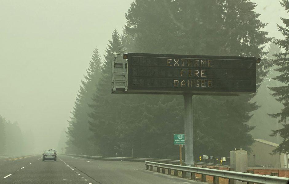 Brandrök i Oregon i måndags, nu har delar av röken spritt sig både till New York och vidare över Atlanten.