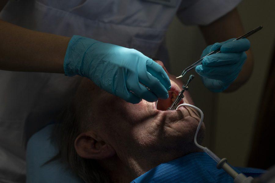 Tandvården är bra på att upptäcka fysiska symptom av sexuella övergrepp – men inte psykiska.