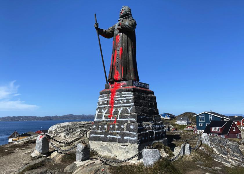 Statyn i Nuuk, som föreställer den dansk-norske prästen och missionären Hans Egede, har utsatts för vandalisering.