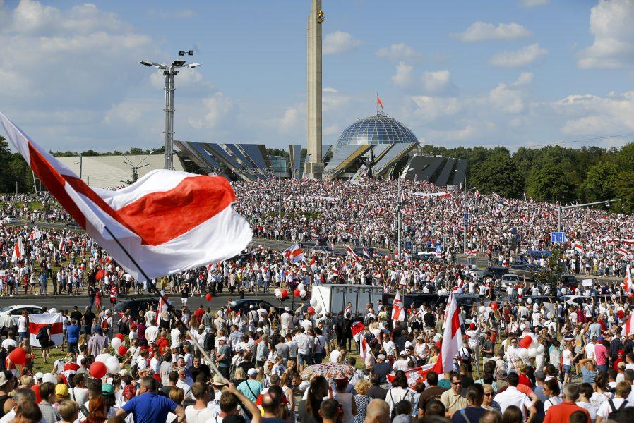 Regeringen beslutade tidigare att frysa den del av biståndet till Belarus som har gått till projekt där statliga aktörer har haft en aktiv roll.